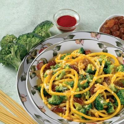 Bucatini alla Siciliana con broccoletti uvetta e pinoli allo zafferano