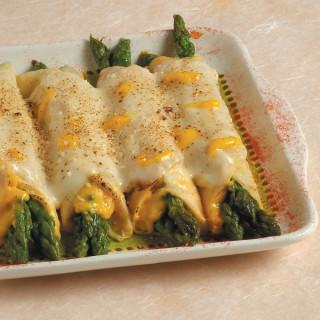 Crepes ripiene di asparagi con salsa allo zafferano