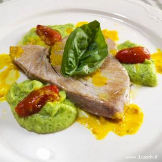 Filetto di tonno zucchine e zafferano