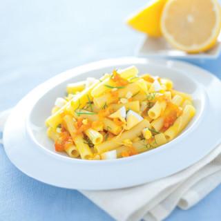 Sedanini gialli con le uova profumati al limone