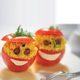 Ometto di pomodoro ripieno di cous cous allo zafferano