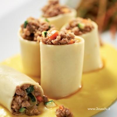 Rotolone di pasta alla moda fiorentina con crema allo zafferano